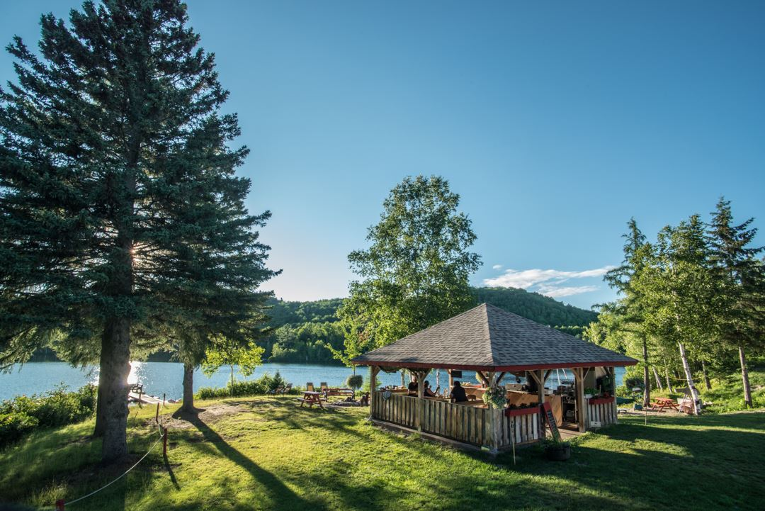 auberge-du-lac-thomas-outdoor-summer