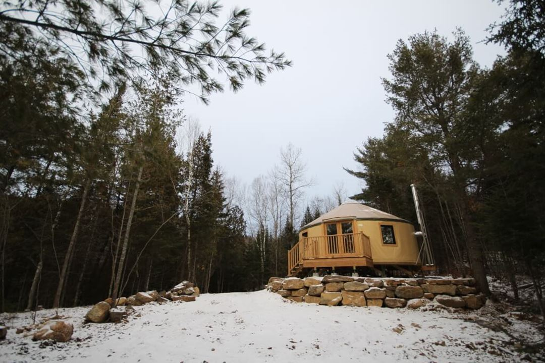 refuges-carole-sylvain-yurt-winter